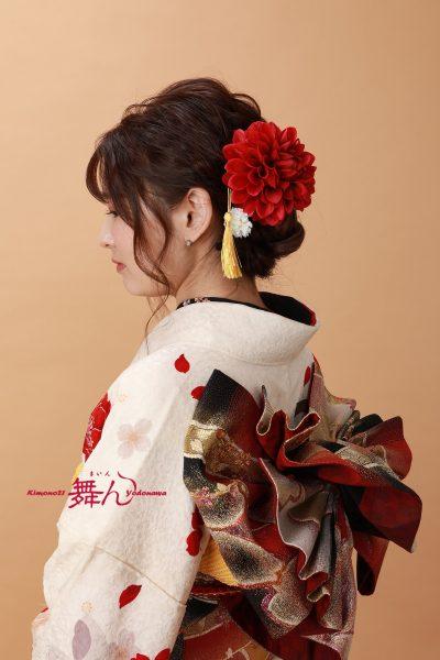 赤い髪飾り
